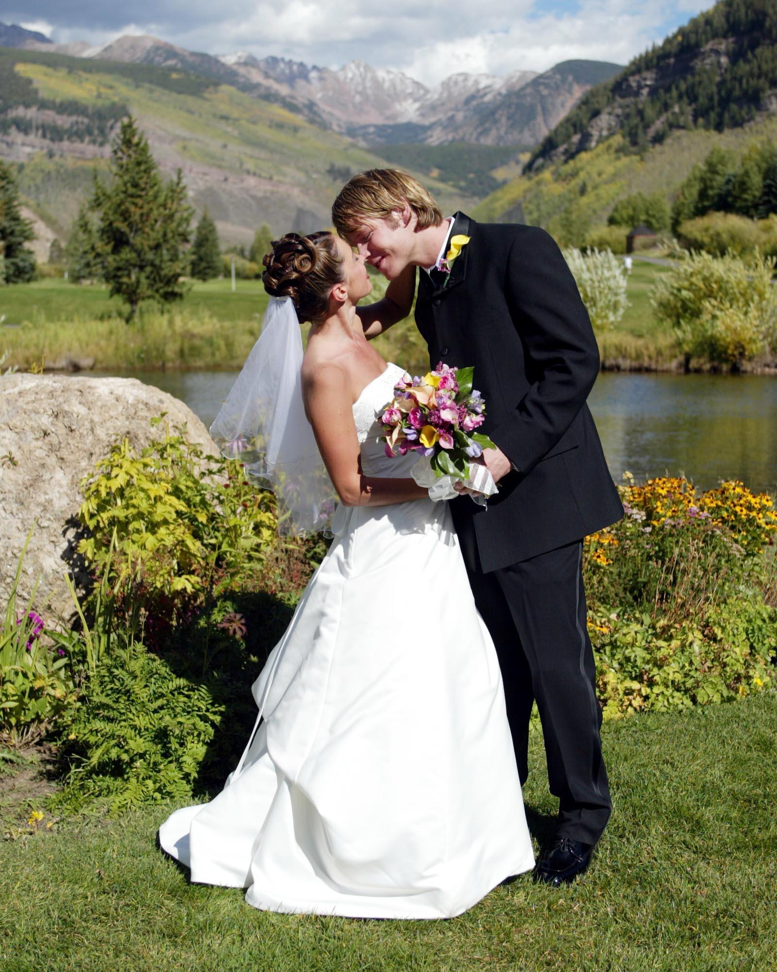 Vail-golf-course-weddings-axelphoto.JPG