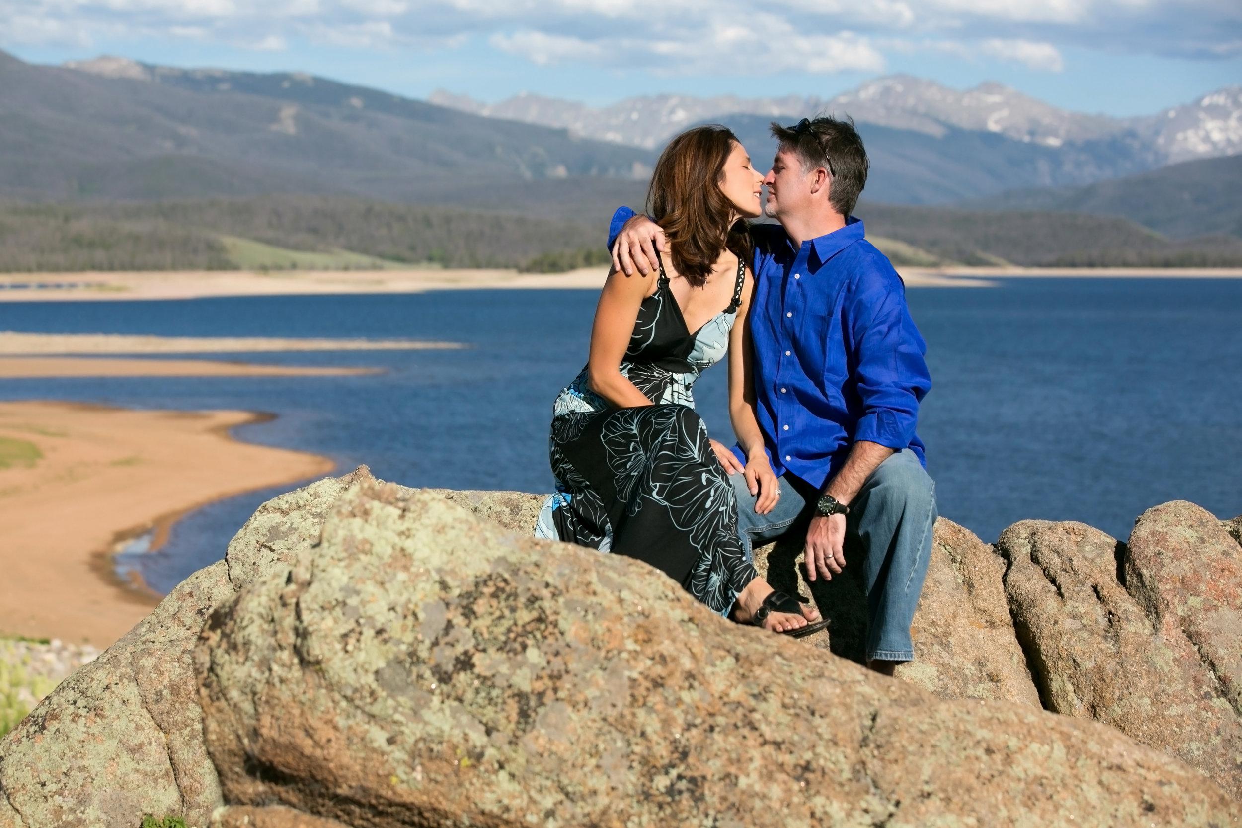 best-Engagement-photographer-Colorado-Axelphoto.jpg