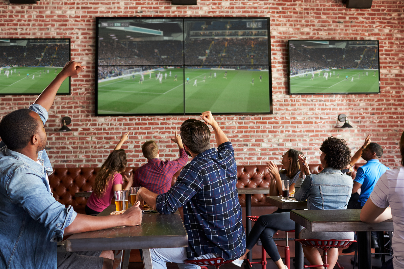 Strategies that work — no matter what kind of football your customers want to watch. ⚽🏈