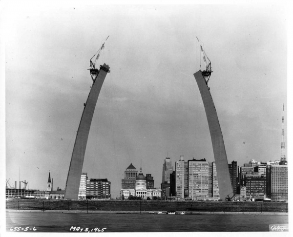 1965 construction of the St. Louis Arch, roughly 10 years after the completion of Pruitt-Igoe. Source: National Park Service, Jefferson National Expansion Memorial.