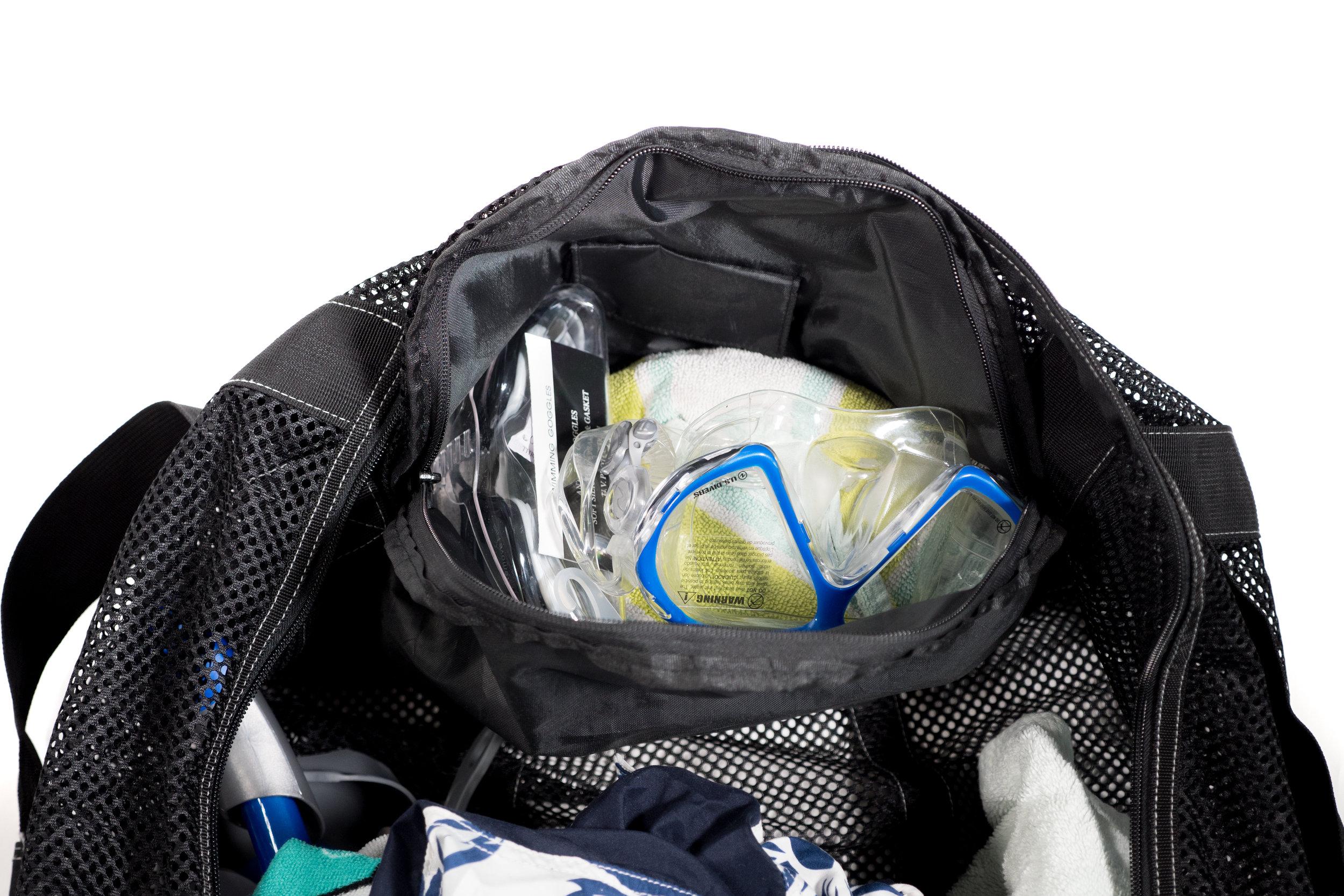 Athletico-Dive-Duffel-Bag-7.jpg