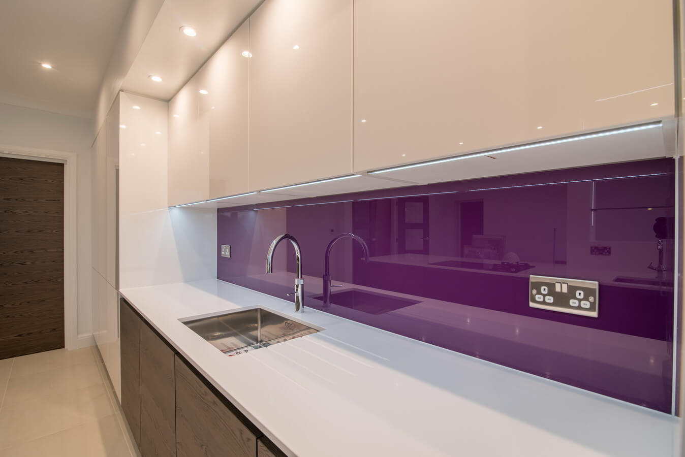 purple-glass-splashback-nobilia-kitchen.jpg