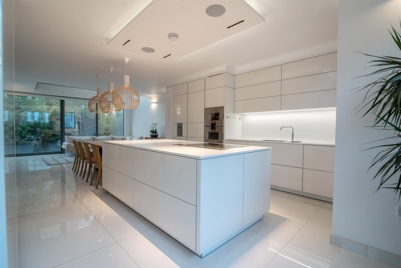 white-high-gloss-kitchen-London.jpg