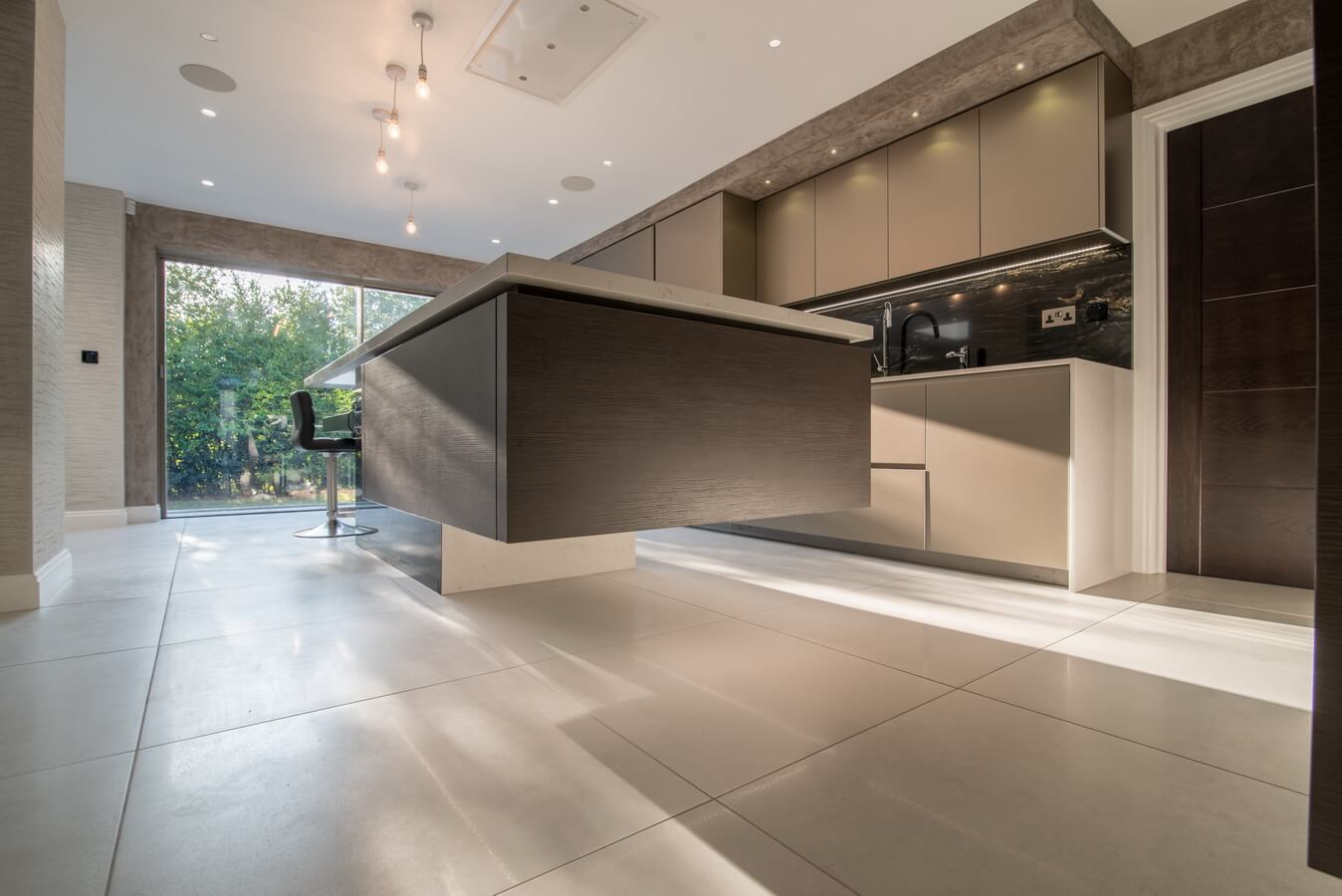 Close-up-Warendorf-Kitchen-Fitted-London-handleless.jpg