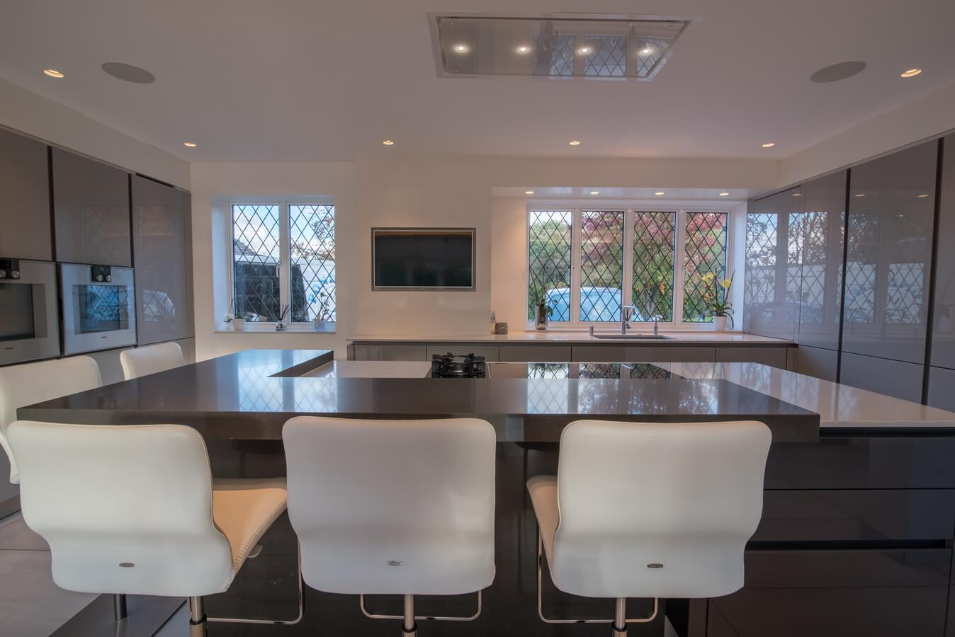luxury-fitted-kitchen-handleless-glass-London.jpg
