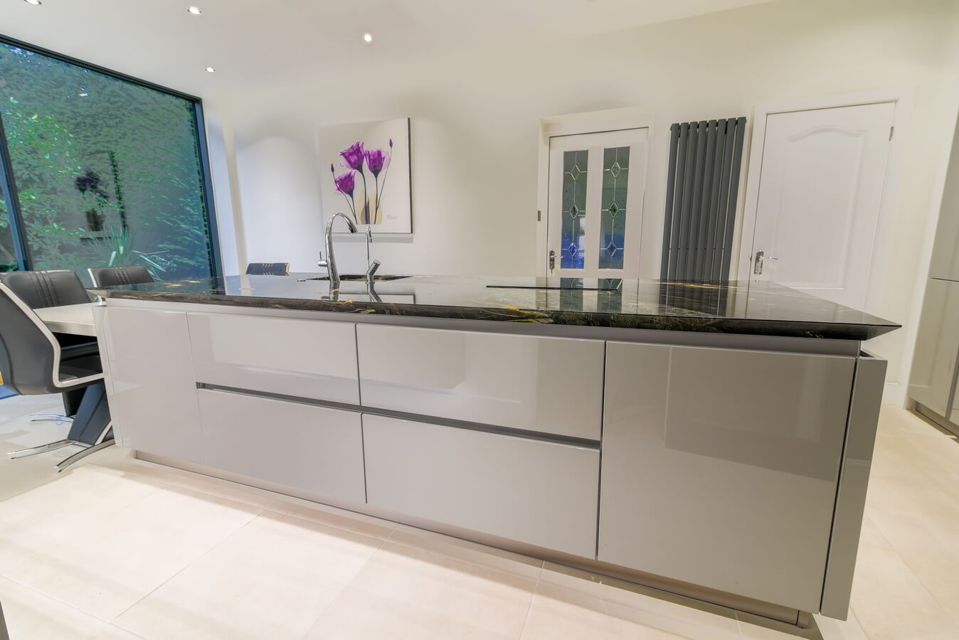 high-gloss-grey-Schuller-fitted-kitchen.jpg