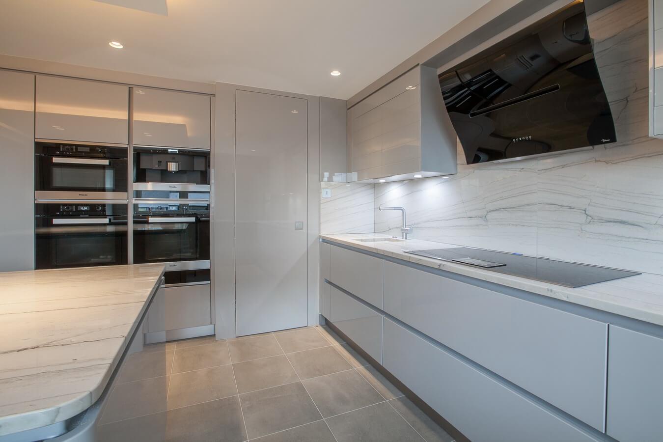 Glossy German Modern Kitchen North London.jpg