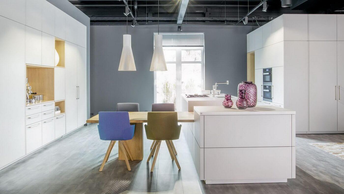 WARENDORF-bright-modern-white-kitchen.jpg
