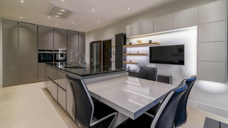German-Kitchen-Glossy-Handleless-London.jpg