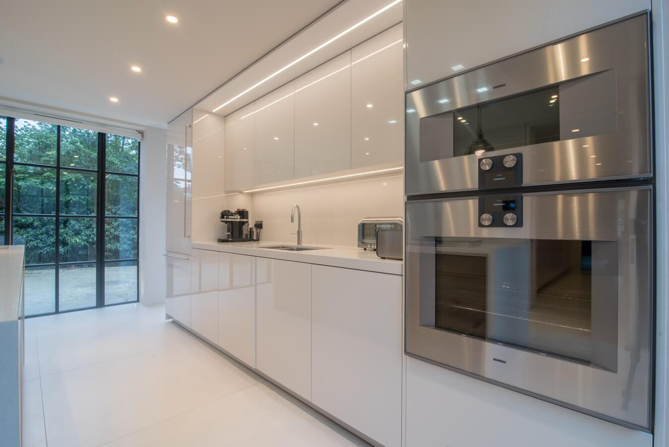 Glossy-White-Handleless-Kitchen-London.jpg