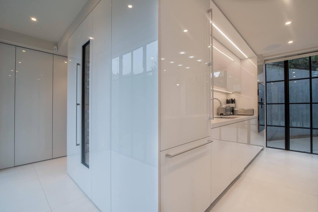 Modern-Gloss-White-German-Kitchen-Warendorf.jpg