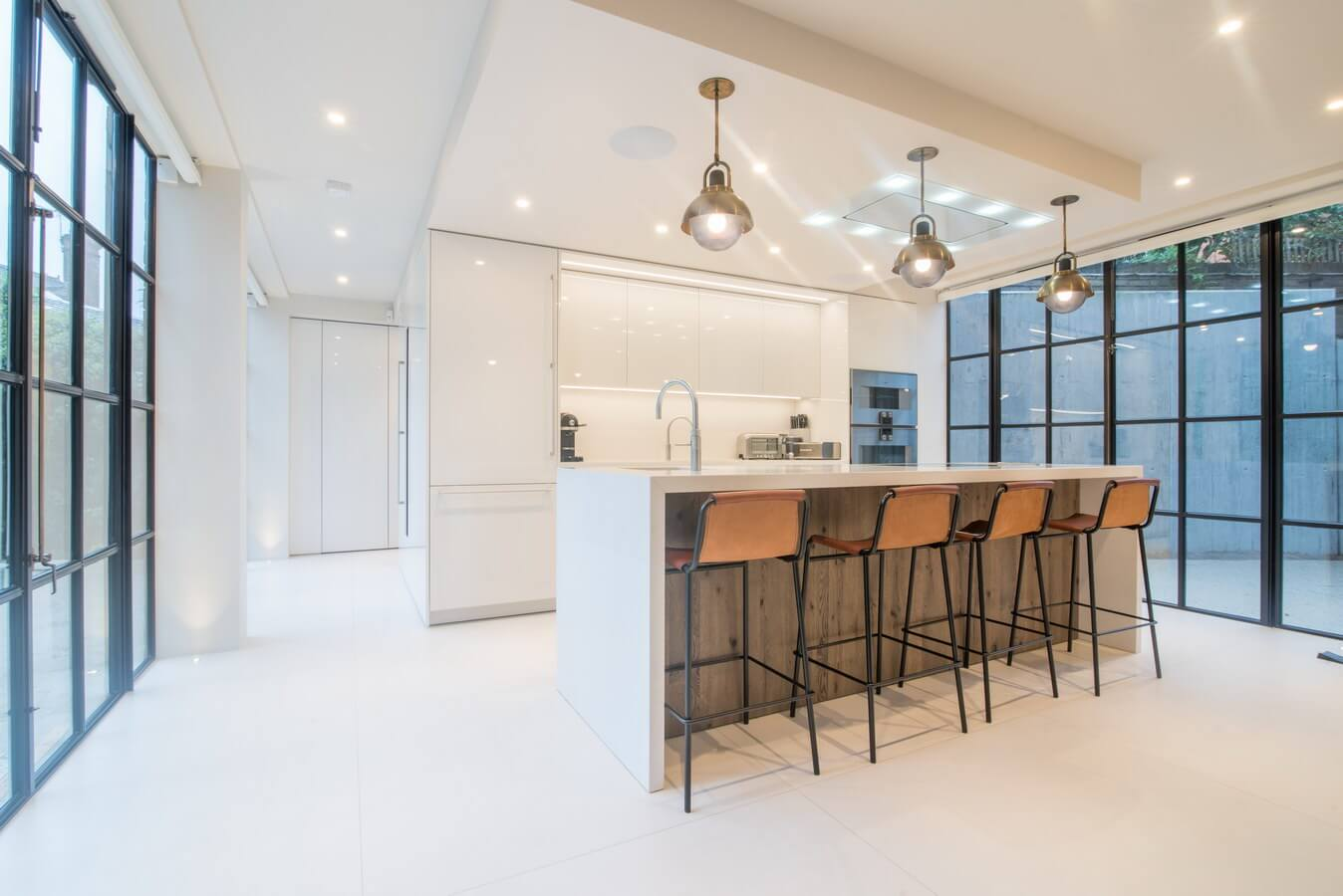 White-Warendorf-Glossy-White-Kitchen.jpg