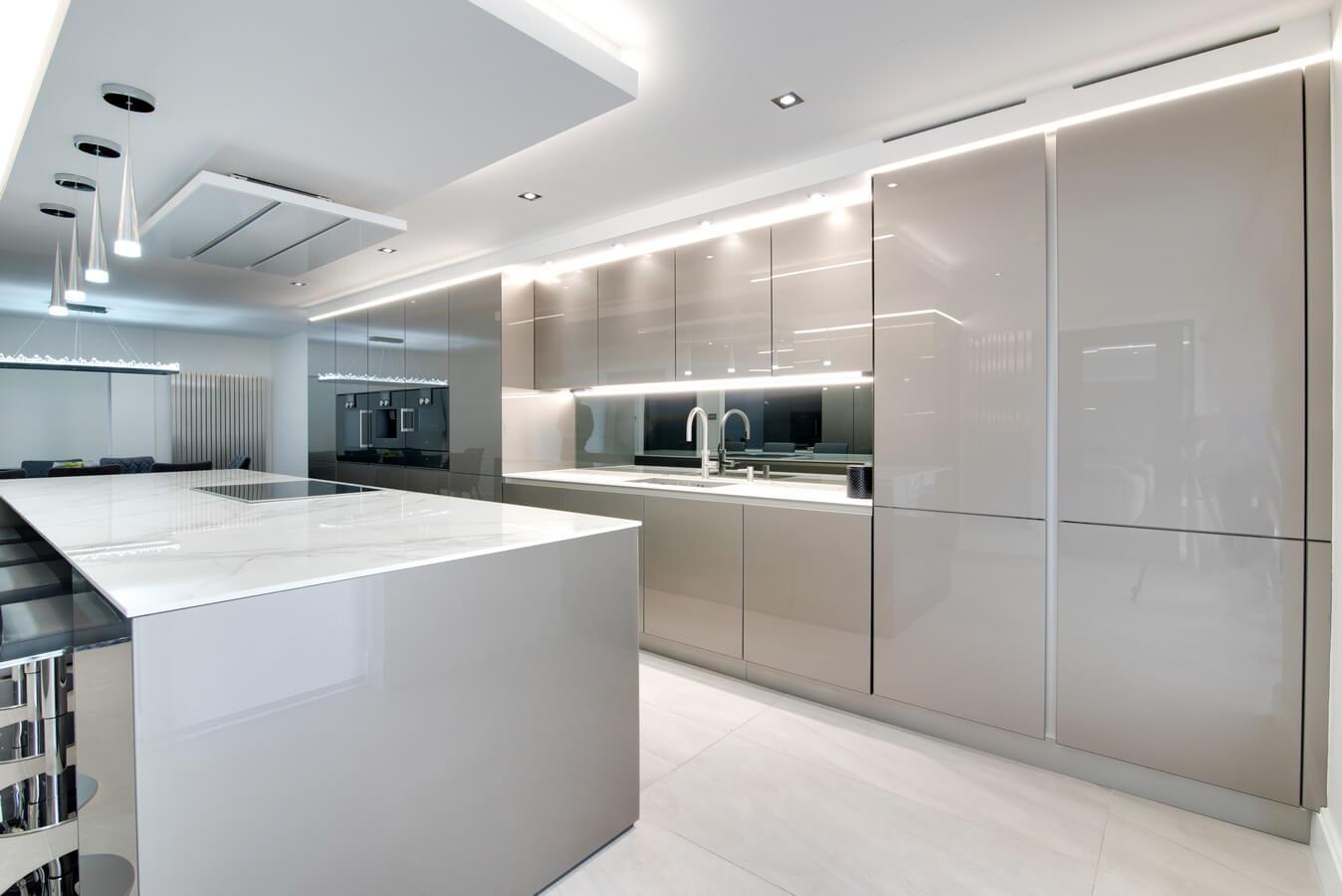 Glossy-glass-doored-German-kitchen.jpg