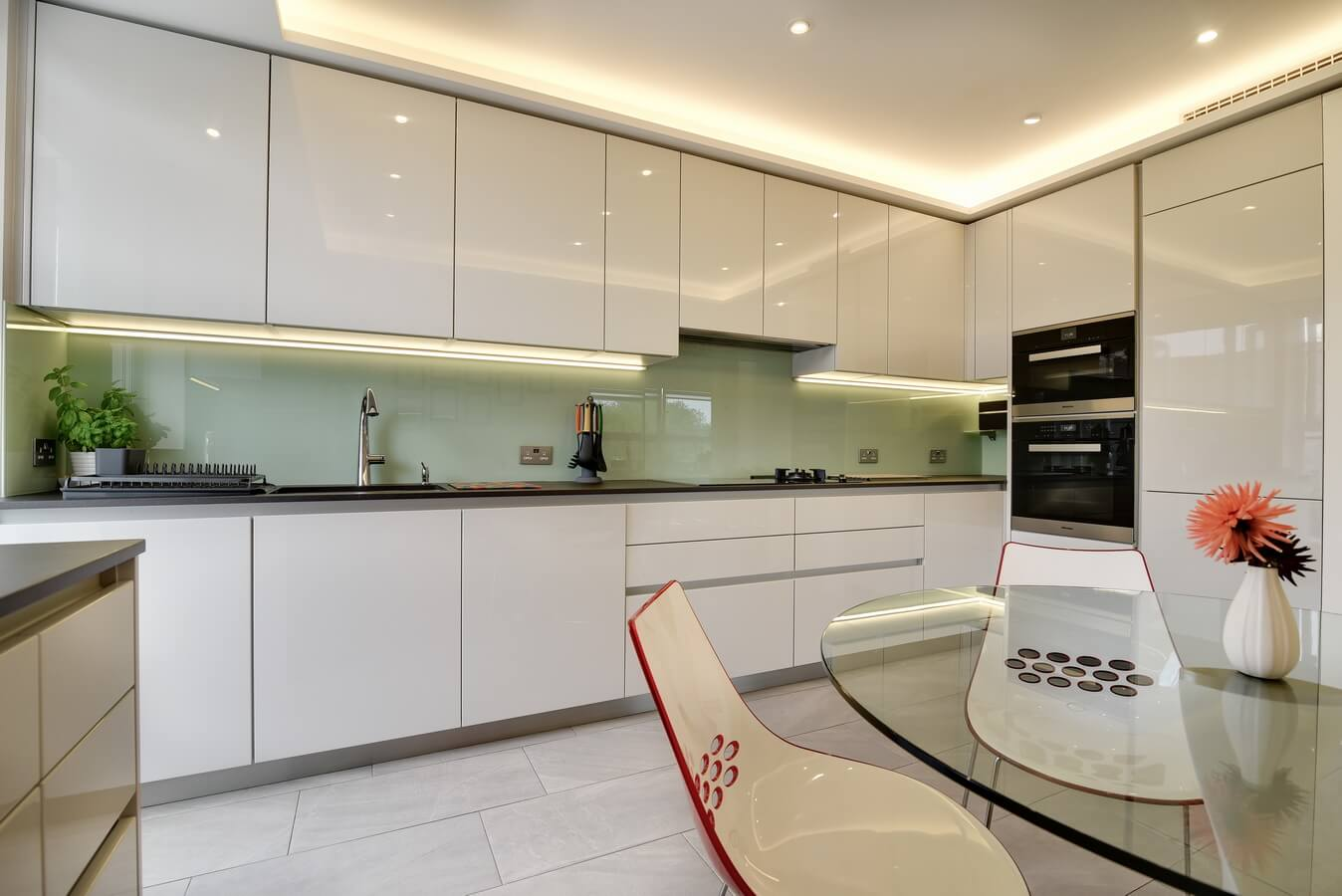 White-Glossy-Modern-German-Kitchen-Finchley.jpg