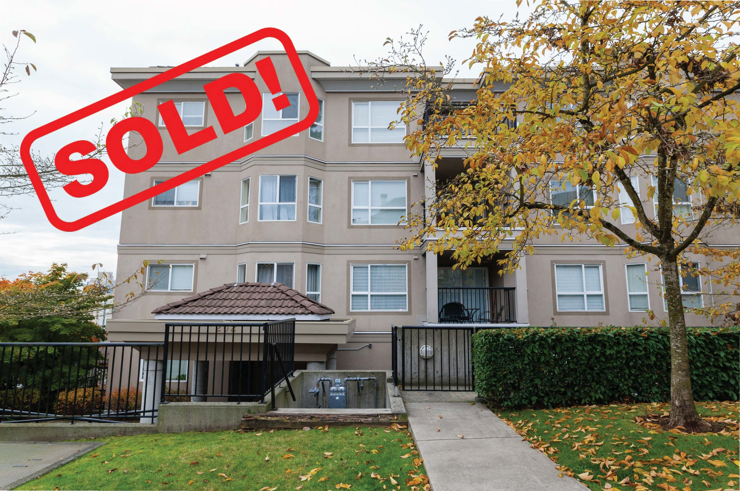 202-202 Mowat Street   SOLD FOR: $510,000  2 BED | 2 BATH | 930 SF