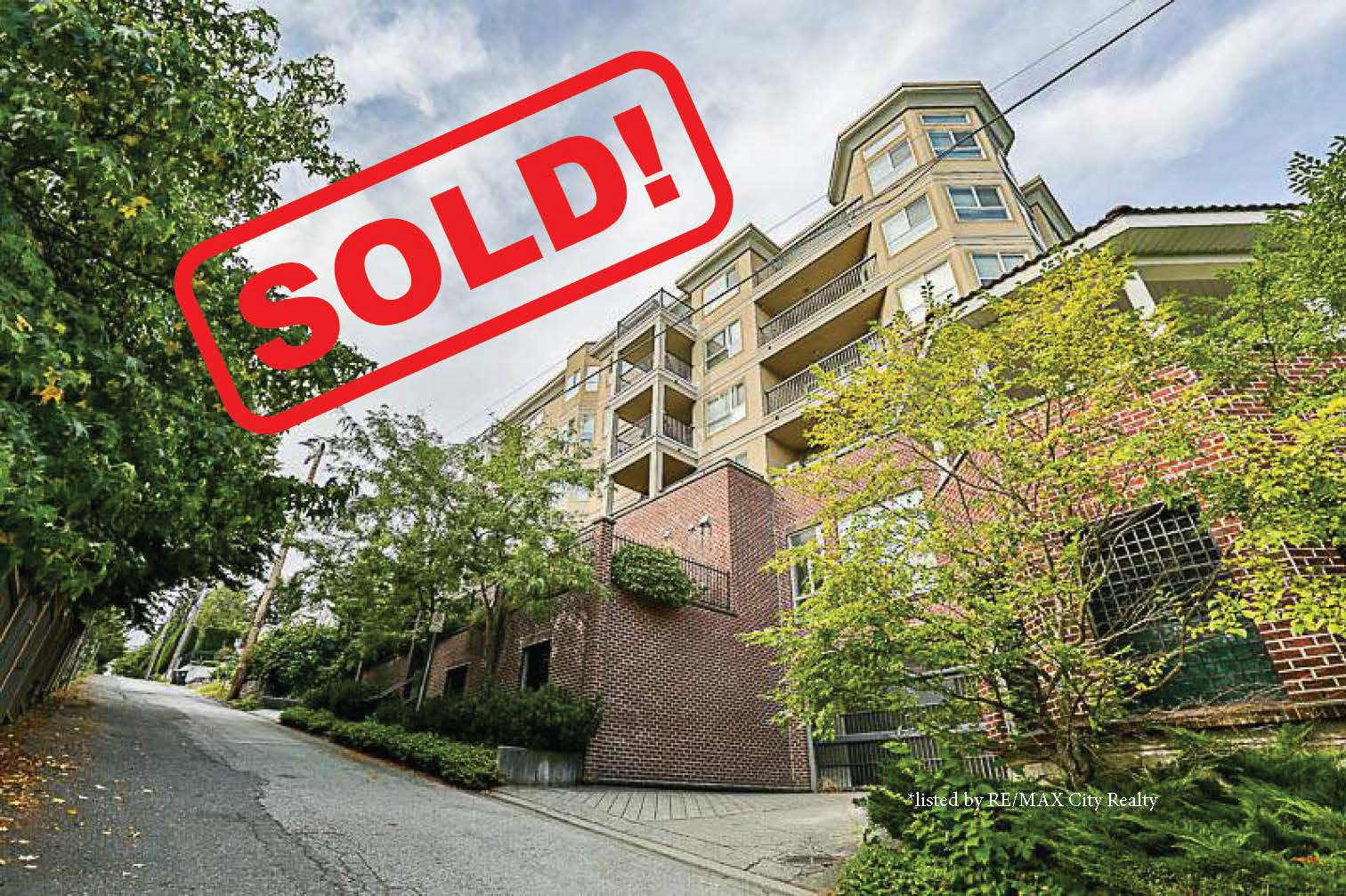 302-202 Mowat Street   sold for: $480,000  2 Bed | 2 Bath | 936 SF
