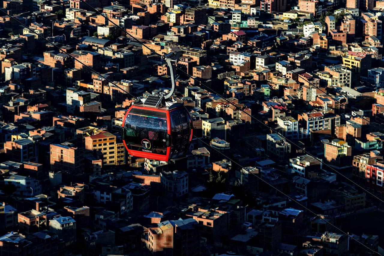 Cable-car-above-La-Paz.jpg