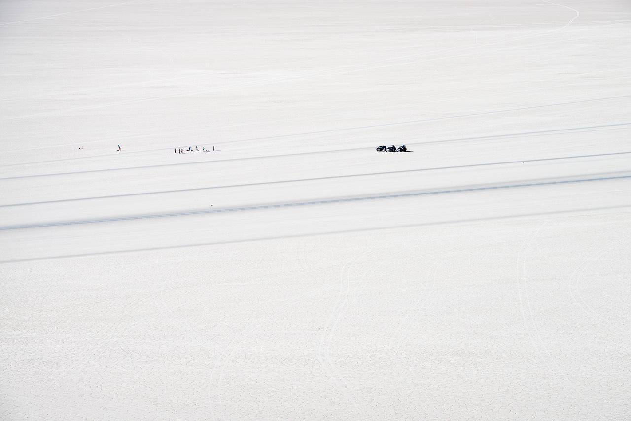 Jeeps-crossing-Salar-de-Uyuni.jpg