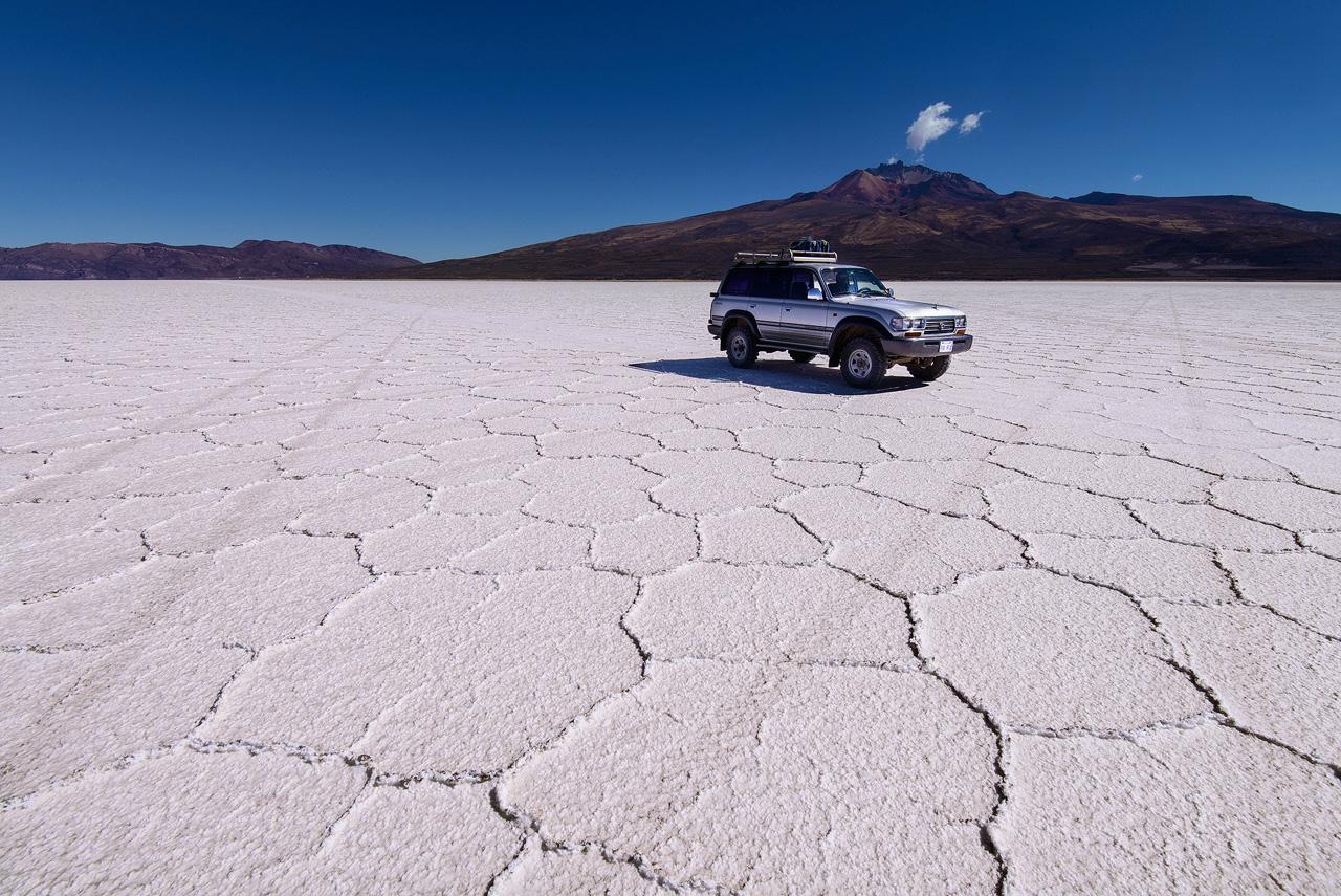 Jeep-on-Salar-de-Uyuni-II.jpg