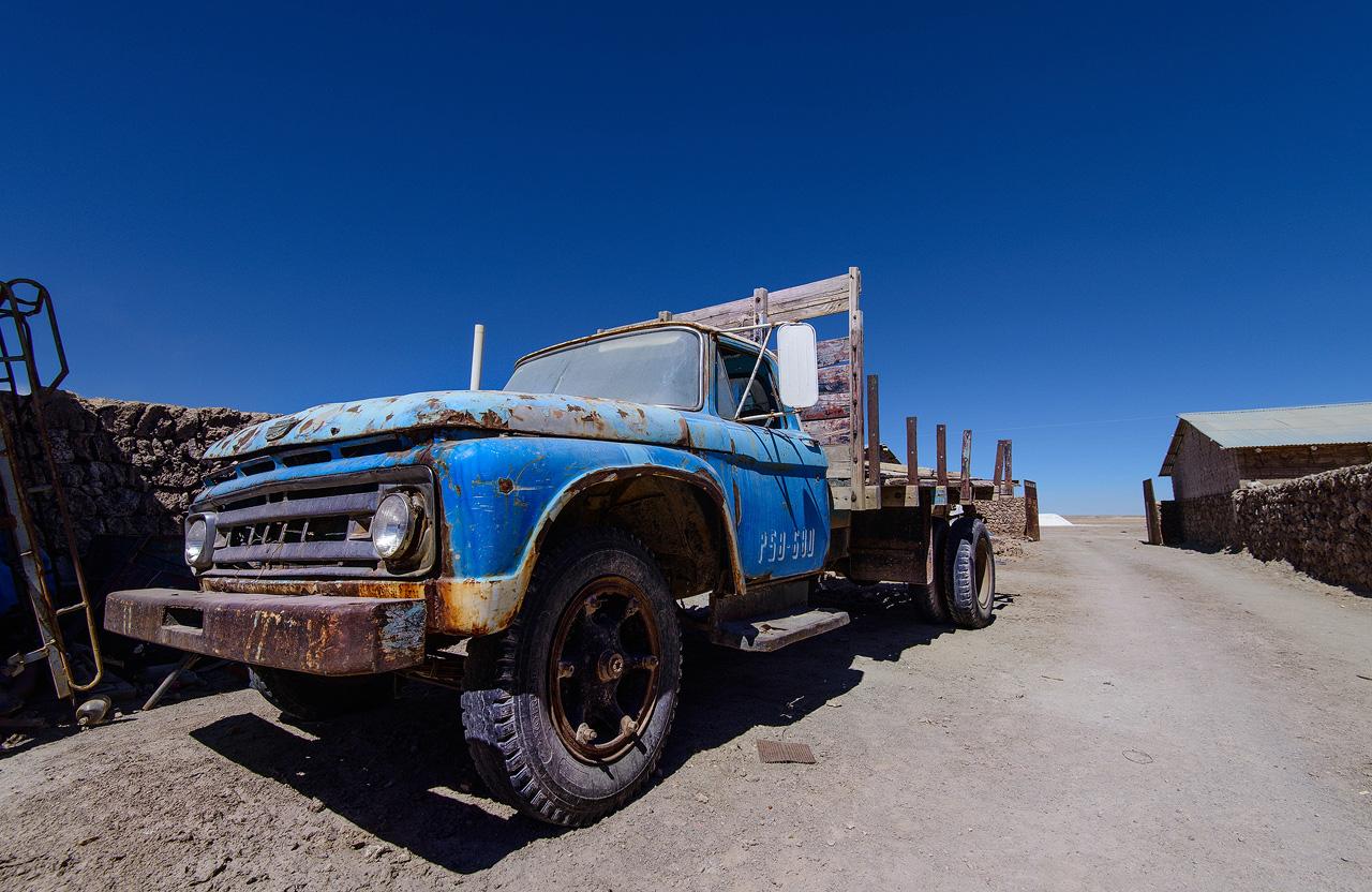 Truck-in-Colchani-Salar-de-Uyuni.jpg