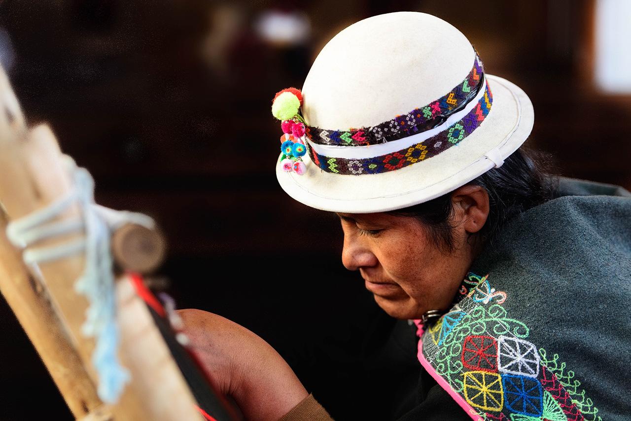 Woman-weaving-in-Sucre.jpg