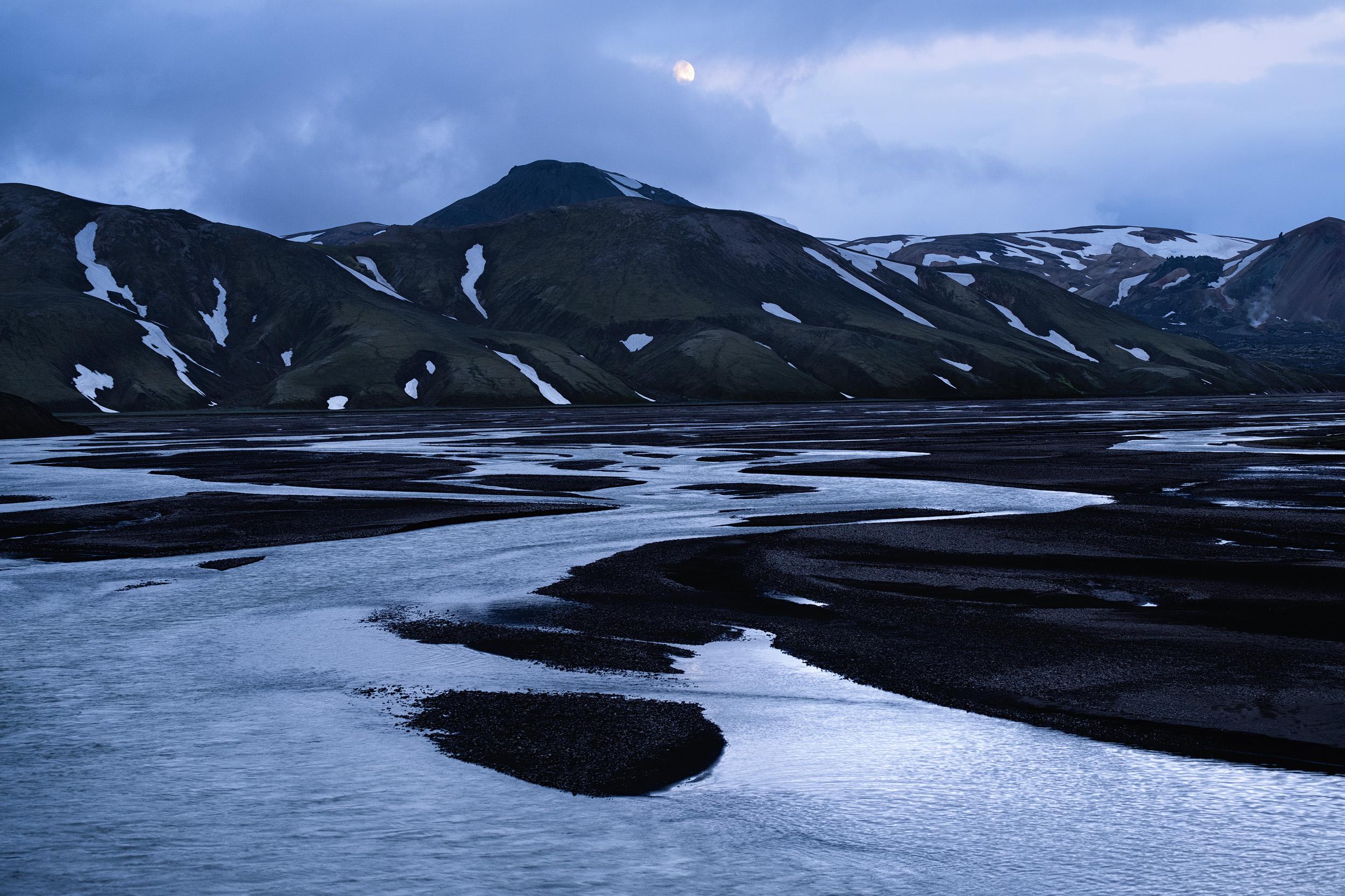 Landmannalaugar moon2.jpg