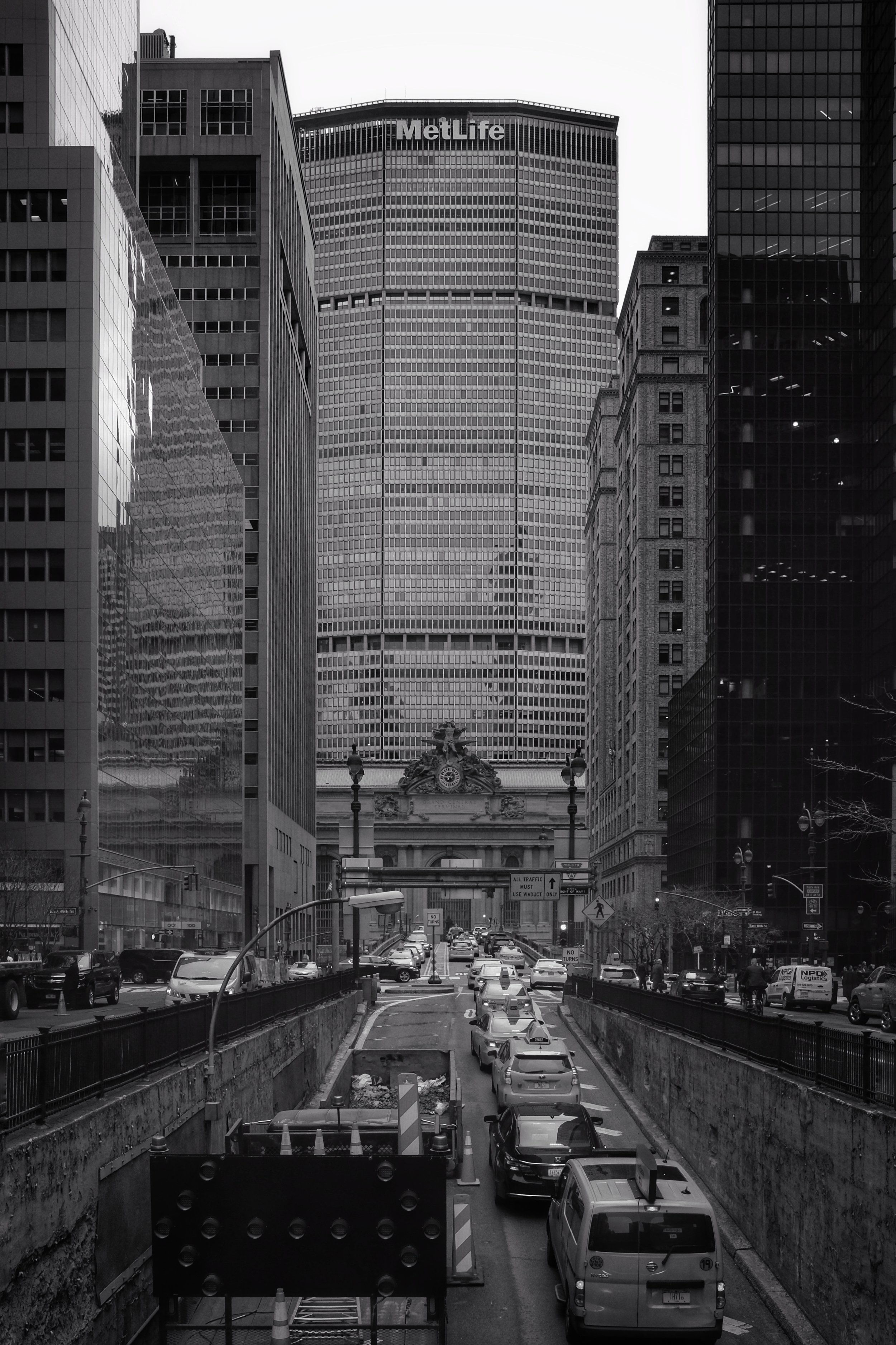 Grand Central Terminal. Met Life Building. Park Avenue. New York City. 2017.