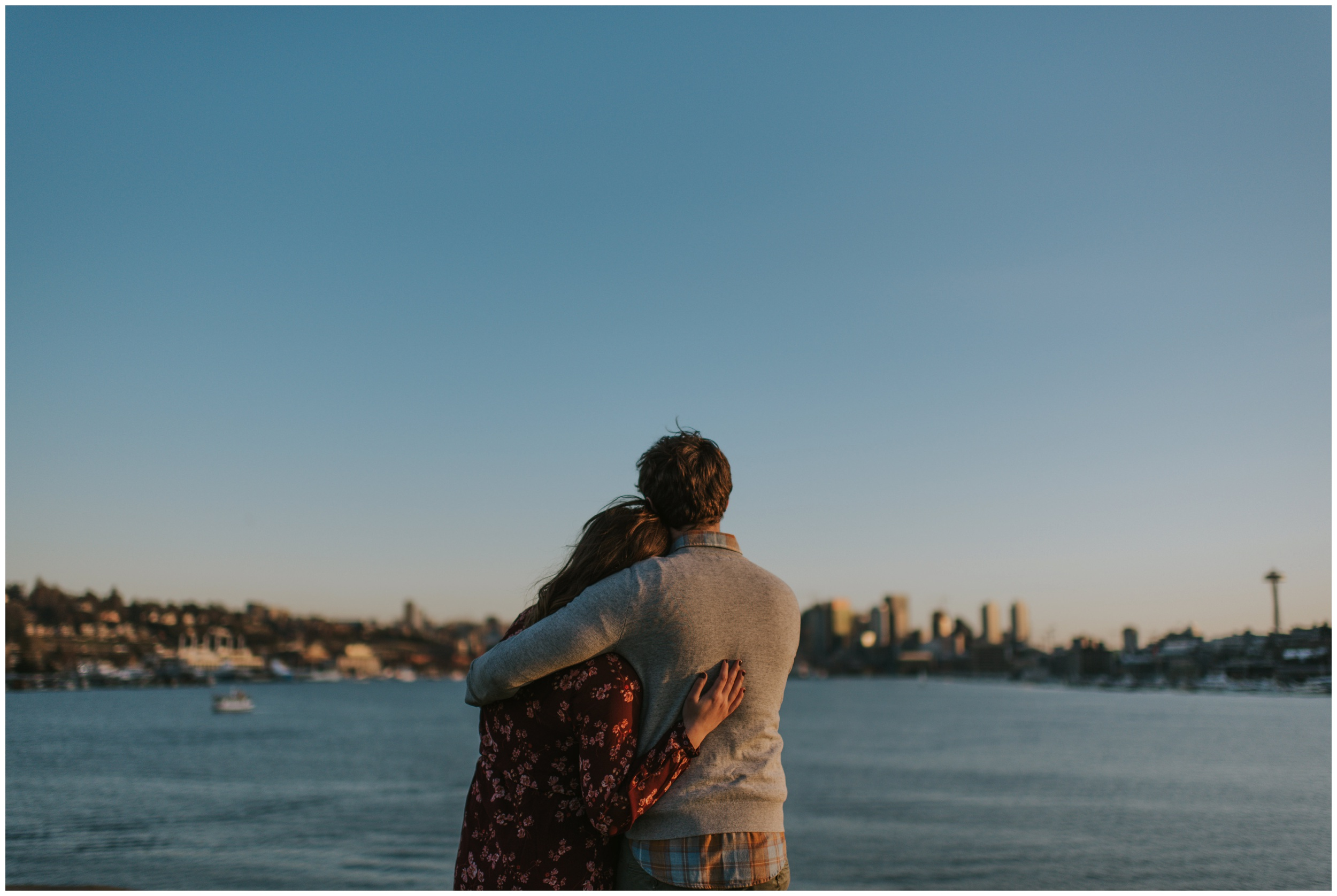sunset photos at gas works park in Seattle  | Seattle Engagement Photographer www.riversandroadsphotography.com