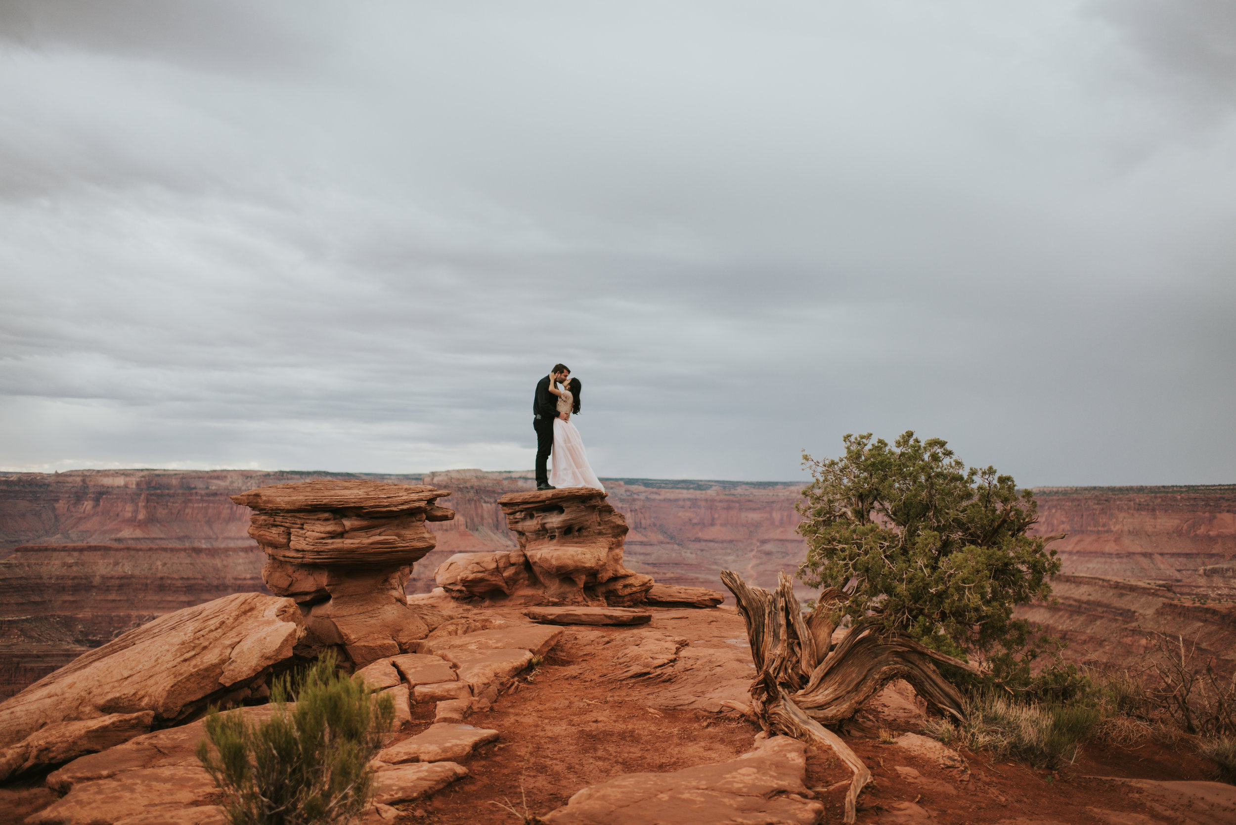 couple kissing on a rock at dead horse point state park | www.riversandroadsphotography.com