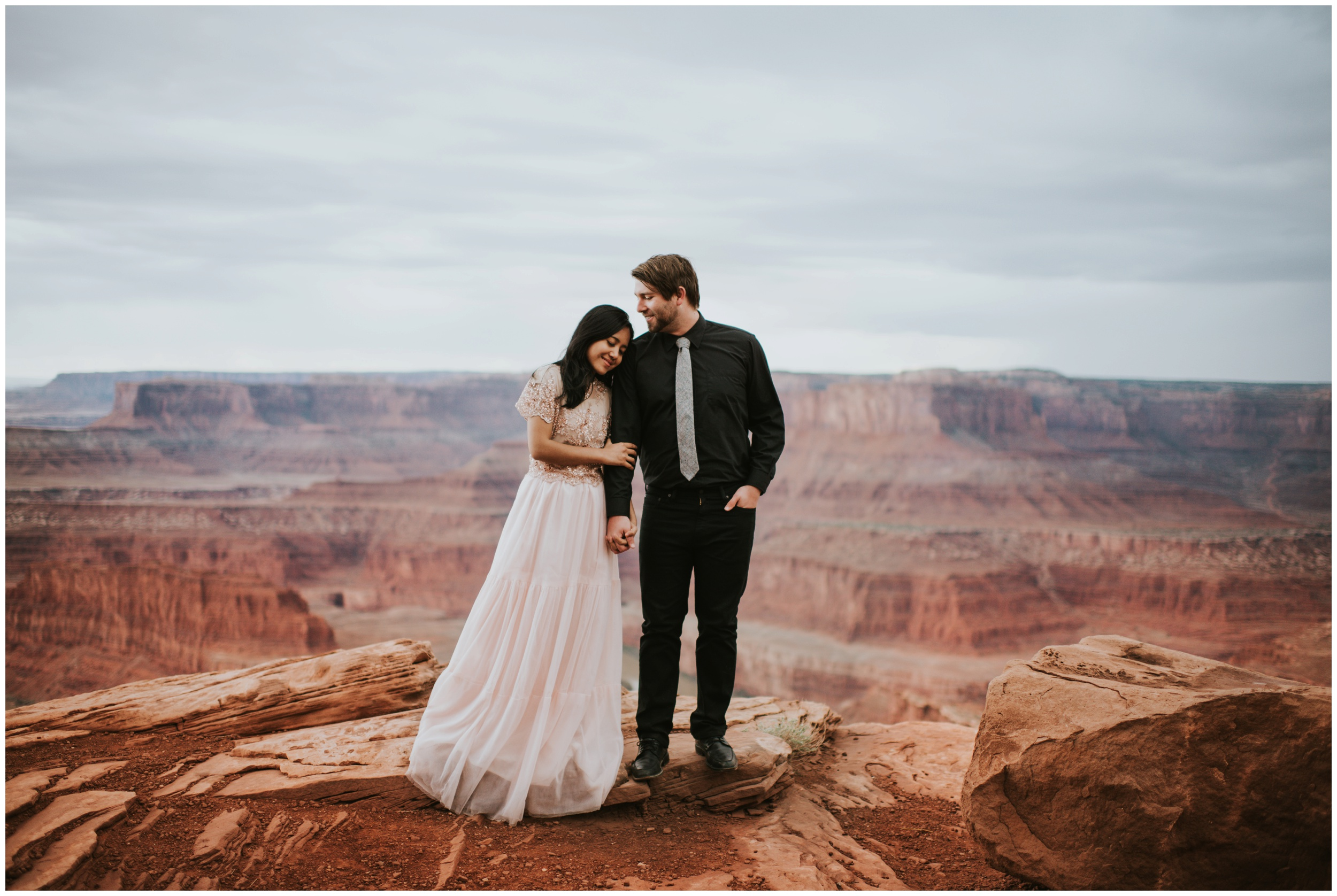 Amazing Portrait of couple at Dead Horse Point State Park | Elopement Photographer www.riversandroadsphotography.com