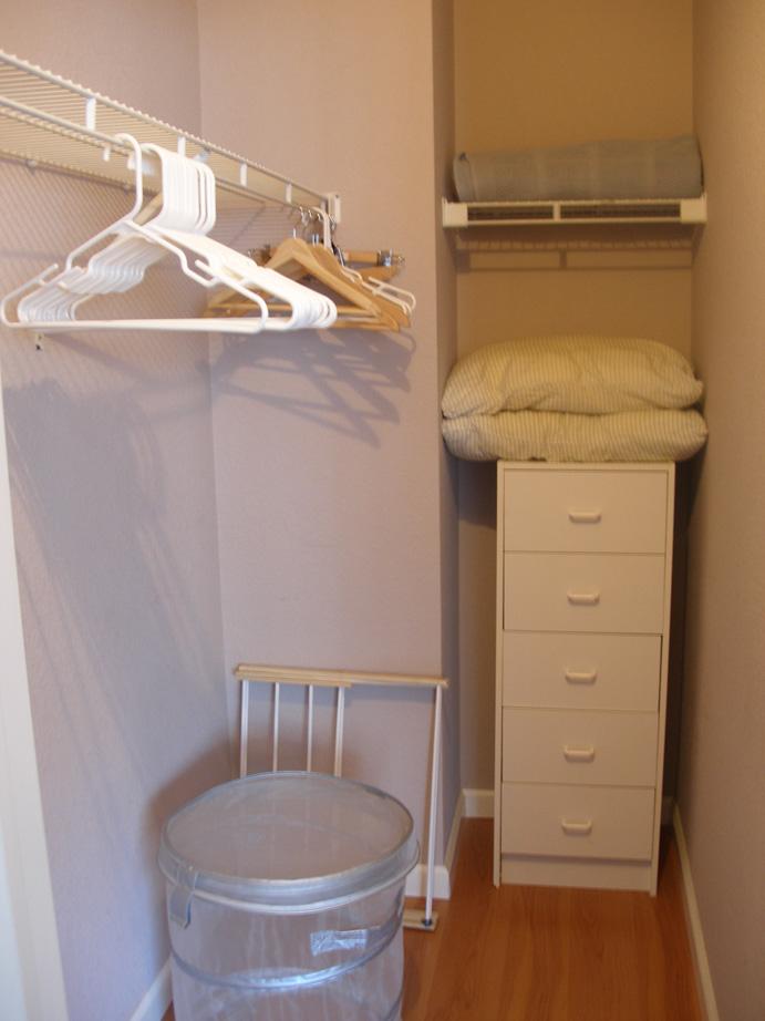 113-07-closet.jpg