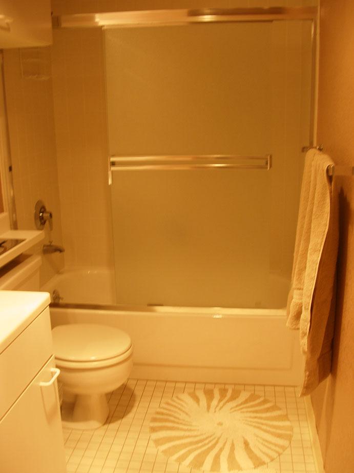 113-08-bathroom.jpg