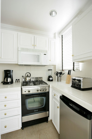 178-06-kitchen.jpg