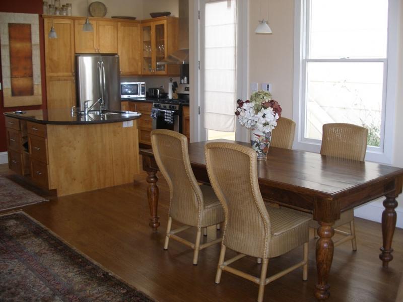 146-05-diningroom.jpg