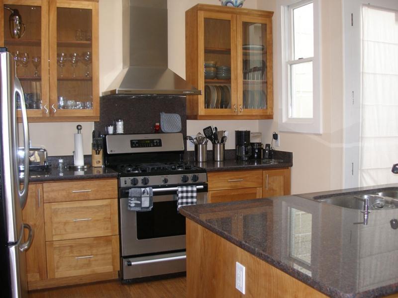 146-06-kitchen.jpg