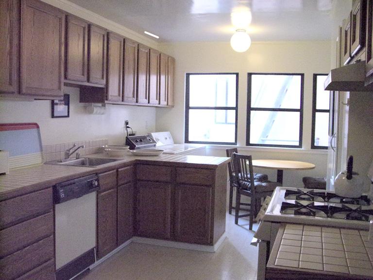 114-03-kitchen.jpg