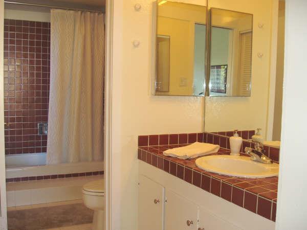 114-07-bathroom.jpg
