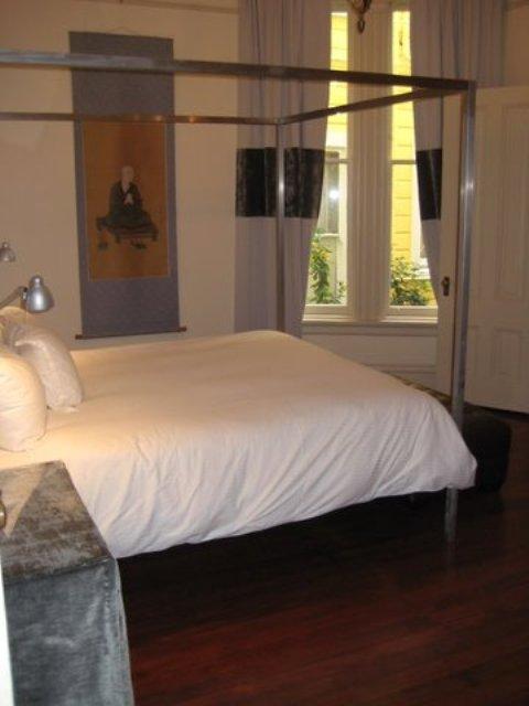153-08-bedroom.jpg