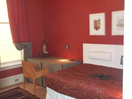 153-10-bedroom.jpg