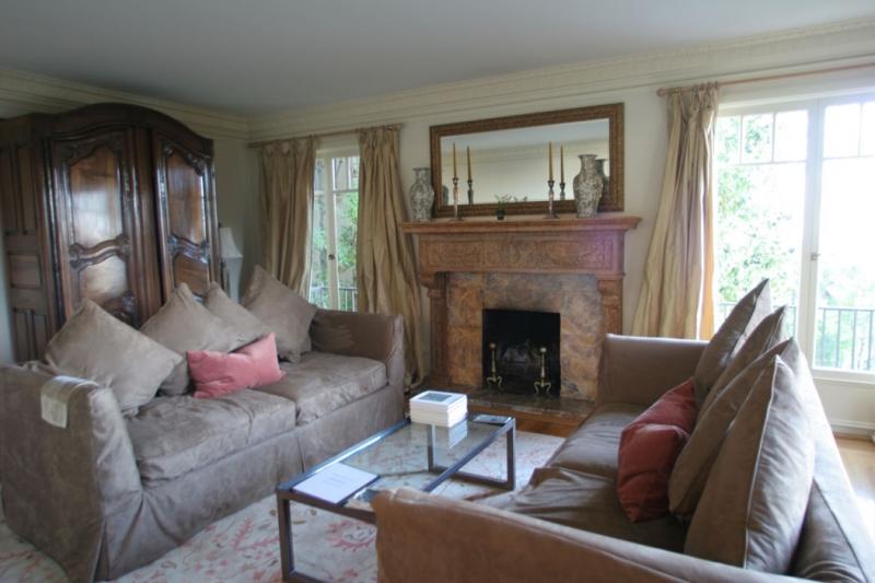 164-02-livingroom.jpg