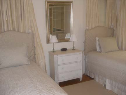 164-06-bedroom2.jpg