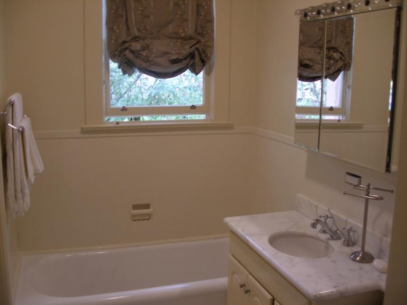 164-09-bathroom.jpg