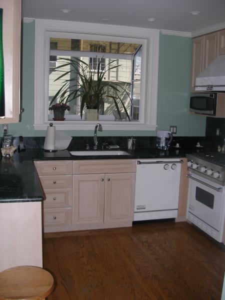 179-04-kitchen.jpg