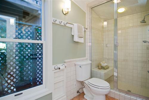 501-14-bathroom-2.jpg