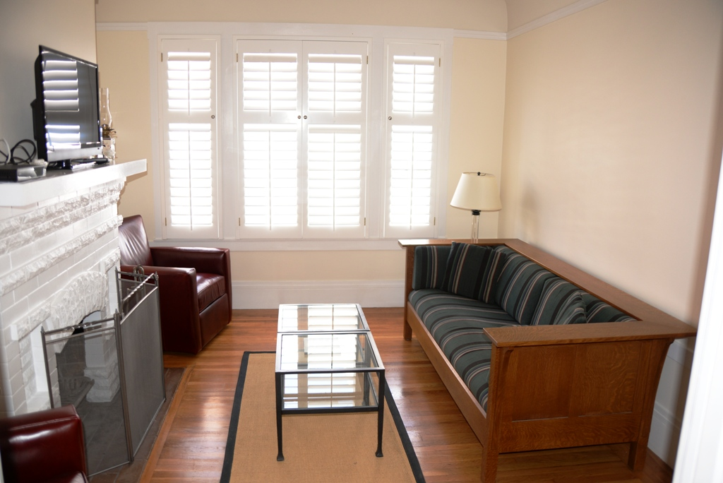 PROPERTY 248   Quiet Alley with a charming furnished comfortable home