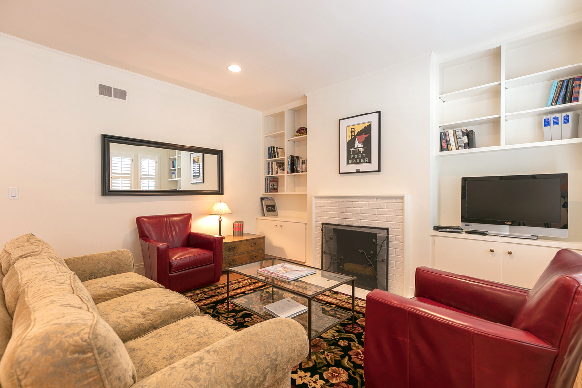 PROPERTY 148   A charming furnished home on a quiet Russian Hill Lane