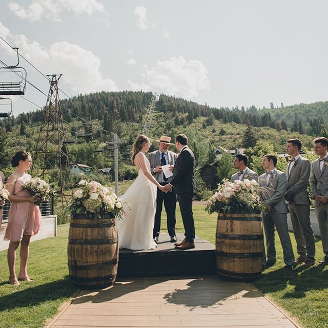 We get asked at all the time what's 'normal' for a ceremony and the truth is there is no normal! We educate our clients on cultural, religious and traditional norms but it comes down to what fits each couple best. We love putting together completely personal ceremonies ❤️ Photo @dustontodd  Venue @thebridgecafeandgrill  Floral @artisanbloom