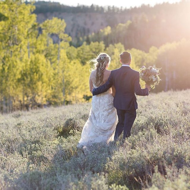 How lucky are we to live in Utah? So many beautiful wedding locations!  Photo @roslyn.smithers