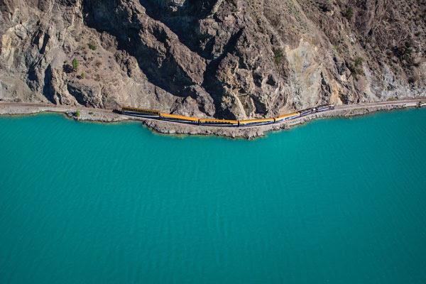 A MAJESTIC MOUNTAIN TRAIN RIDE