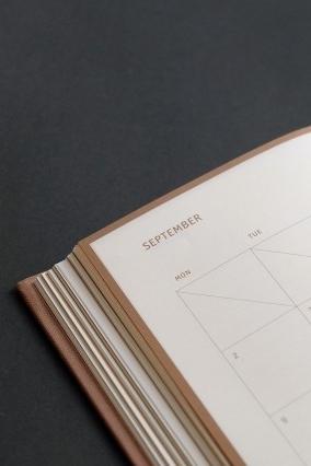 Najciekawsze kalendarze i planery od polskich projektantów na rok 2019 - Ubiegłoroczne zestawienie cieszyło się sporym zainteresowaniem aż do kwietnia, zatem prawdopodobne, żę wciąż nie jest za późno na przedstawienie najciekawszych projektów kalendarzy i plannerów na nadchodzący rok.Więcej →